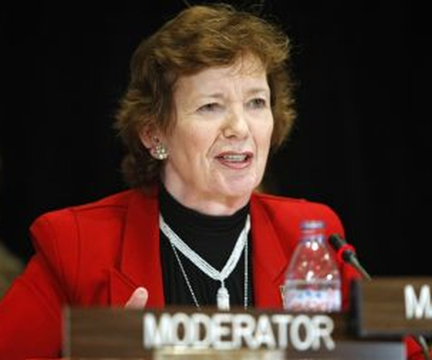 Mary  Robinson Credit  Un 380 253 80 S